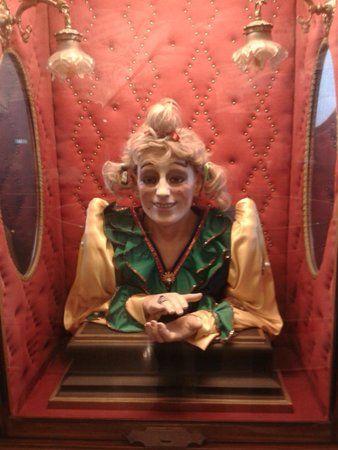 Todo sobre Barcelona: La monyos en el museo de las Automatas del Tibidabo.