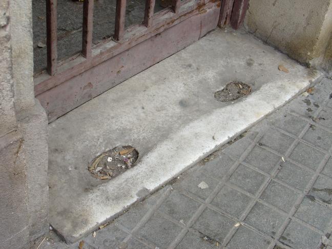 Las huellas de las prostitutas en el mármol de Las Ramblas 22 24